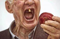 沒有牙齒的老年人還需刷牙嗎